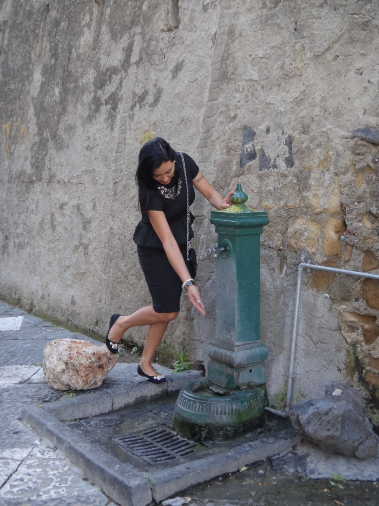Stepping for some water at the fountain in the Castel dell'Ovo, ballerina flats are recommended for long walks, I always keep a pair in my handbag.