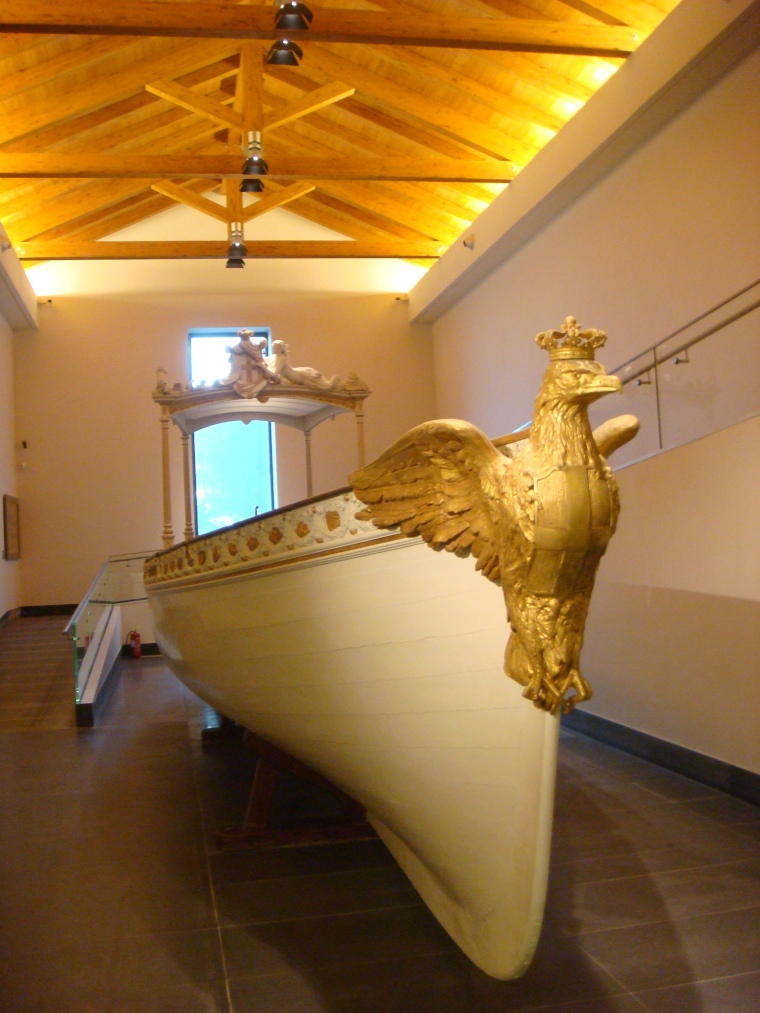 Inside the Museum of San Martino there are permanent and itinerant exhibitions like the Bourbon Royal Boat from an exhibit in collaboration with the Naval Museum of Naples.