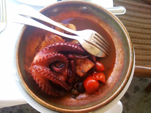 One of the appetizers served at Da Cicciotto is this amazing octopus on fresh squeezed pomodorini (cherry tomatoes) and pieces of home made toasted bread.  Buon apetito!!!
