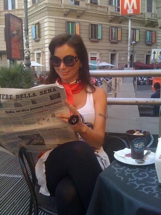 coffee break and newspaper readings in Piazza Vanvitelli at the Vomero quarter