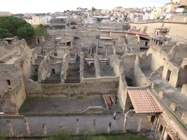 In 89 BC the town became part of the Roman Empire, a residential municipium and resort.