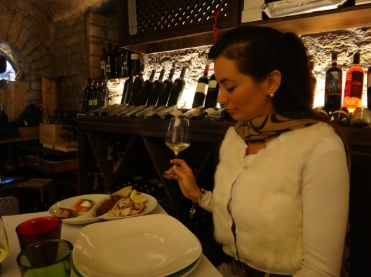 I had the full Archaegastronomy experience inside the cave of Vinaria, the restaurant of Villa Eubea just a walk away from the archaeological site.